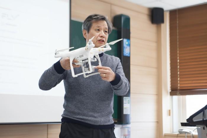 카이스트 항공우주공학과 이덕주 박사의 수업 모습
