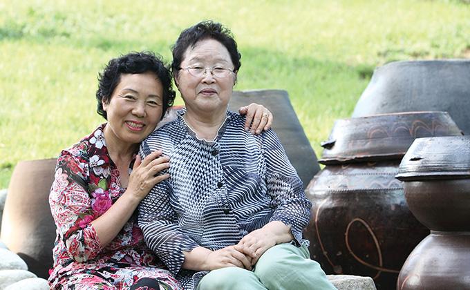 삶의 깨달음으로 행복한 노년 보내는 두 할머니