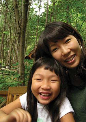 행복한 엄마 송경옥 씨와 그녀의 딸