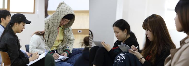 명상 프로그램 새마음캠프를 마치고 후기를 작성하는 대학생들