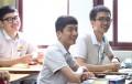 학교에서 명상을 통한 인성교육 프로그램에 참가중인 고등학생들