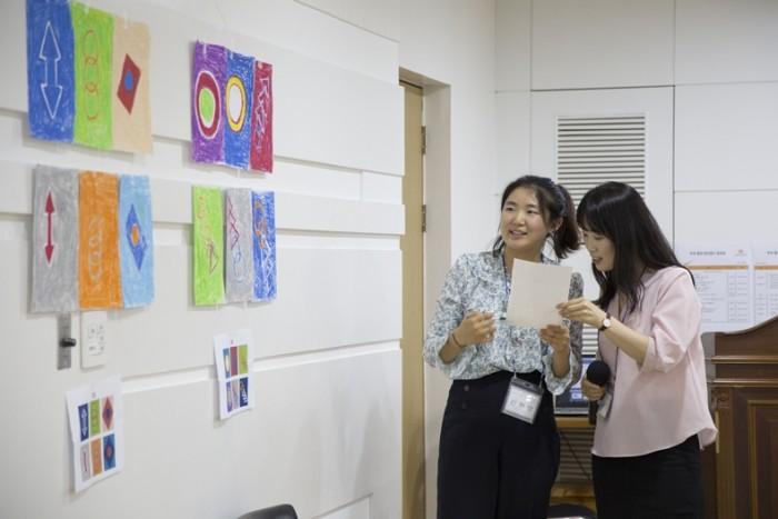 전인교육센터 전문 강사들이 채점 중